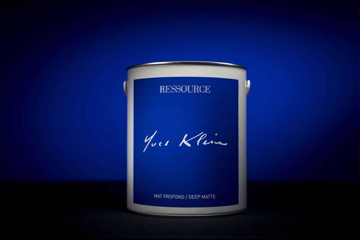 Ressource fait entrer le Bleu Klein à la maison